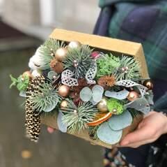 Новогодняя композиция в шкатулке с кистью