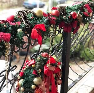 Новогодний декор уличной лестницы