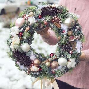 Рождественский  венок в светлых тонах