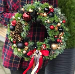 Рождественский венок на дверь в ярких цветах/ Firework