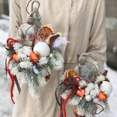 Новогодний декор в бело-оранжевых цветах
