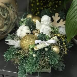 Рождественская композиция с ангелочком