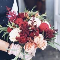 Красно-кофейный букет невесты