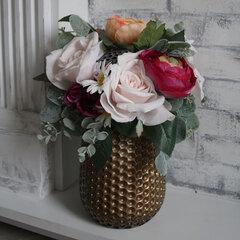 Декоративная композиция на стол в золотистой вазе