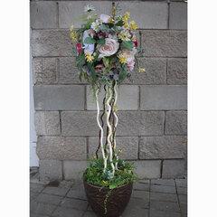 Напольное дерево из искусственных цветов