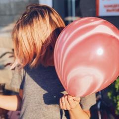 Мраморный розовый шарик