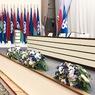 Композиция в конференц-зал из искусственных цветов