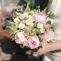 Букет невесты невесты с пионами