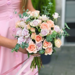 Минималистичный букет невесты из кустовой розы
