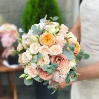 Букет невесты в персиковых тонах