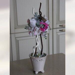 Деревцо маленького размера в розовых тонах