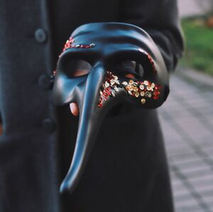 Карнавальная маска с пайетками