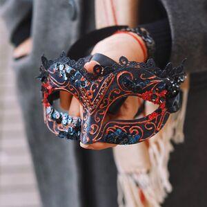Карнавальная маска с росписью