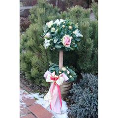 Новогоднее деревцо с заснеженными розами