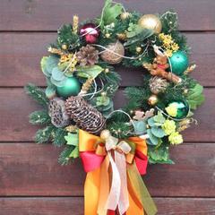 Новогодний венок на двери с мишкой