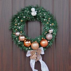 Рождественский венок в золотой гамме