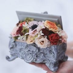 Шкатулка с цветами ручной лепки