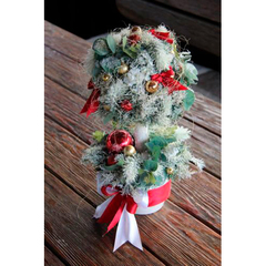 Новогоднее деревцо с заснеженной хвоей